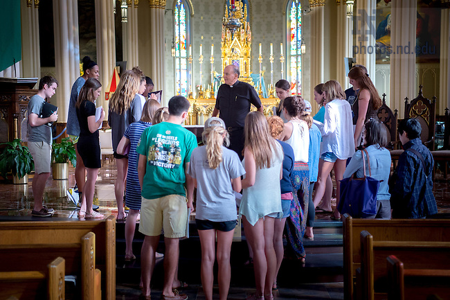 """September 13, 2016; Rev. Peter Rocca, C.S.C., Rector of the Basilica of the Sacred Heart, gives a presentation to the Cushwa Center class """"Catholics in America."""" (Photo by Matt Cashore/University of Notre Dame)"""