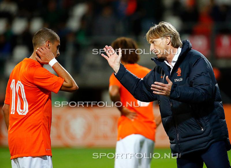 Nederland, Alkmaar, 9 oktober 2014<br /> Play-offs EK-kwalificatie<br /> Jong Oranje-Jong Portugal<br /> Adam Maher van Jong Oranje  en Adrie Koster, trainer-coach van Jong Oranje