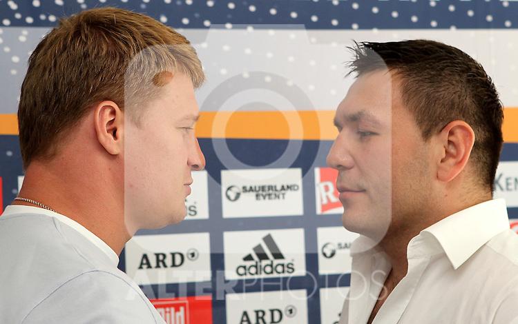 28.07.2011, Hotel Radisson, Erfurt, Pressekonferenz zur Boxgala / Sauerland Event am 27.08.2011 PK im Hotel Radisson zum WBA-WM Fight Schwergewicht Alexander Povetkin (2.Platz WBA-Weltrangliste) vs  Ruslan Chagaev.im Bild : Alexander Povetkin (Olympiasieger 2004) und Ruslan Chagaev (früherer WBA-Weltmeister) .EXPA Pictures © 2011, PhotoCredit: EXPA/ nph/ Hessland       ****** out of GER / CRO  / BEL ******