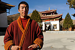 CHINA Yunnan, Yongningxiang, buddhist Lama Temple and Zhamei monastery, this region is home of the ethnic minority Mosuo who are buddhist, tibetan monk / CHINA Yunnan, Yongningxiang, buddhistischer Lama Tempel und Zhamei Kloster, diese Region ist Heimat der ethnischen Minderheit Mosuo, die Mosuo sind Buddhisten, tibetischer Moench