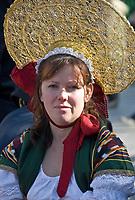 Italien, Suedtirol, Meran: Frau in traditioneller Tracht waehrend des Traubenfestivals   Italy, South-Tyrol, Alto Adige, Merano: woman in traditional costume during wine festival