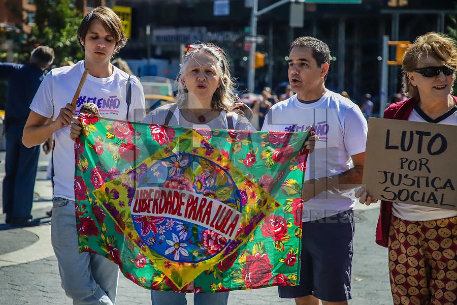 NOVA YORK, EUA, 29.09.2019 - PROTESTO-EUA - Brasileiros realizam protesto em Nova York de um ano do Ele Não em menção ao atual presidente brasileiro Jair Bolsonaro na Union Square na Ilha de Manhattan neste domingo, 29. (Foto: Vanessa Carvalho/Brazil Photo Press)