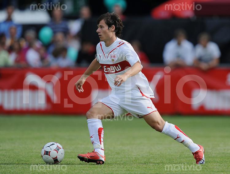 Fussball 1. Bundesliga   Saison 2009/2010   12.07.2009 SG Sonnenhof Grossaspach  - VfB Stuttgart  Stefano Celozzi (VfB) am Ball