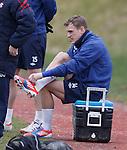 Dean Shiels tying his boots