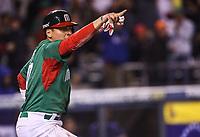 Luis Cruz de Mexico anota en la parte alta del septimo inning, durante el partido Mexico vs Venezuela, World Baseball Classic en estadio Charros de Jalisco en Guadalajara, Mexico. Marzo 12, 2017. (Photo: AP/Luis Gutierrez)
