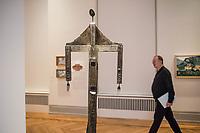 """Die Ausstellung """"Picasso. Das spaete Werk"""" wird vom 9. Maerz bis 16. Juni 2019 im Potsdamer Museum Barberini gezeigt.  Alle Leihgaben, Gemaelde, Keramiken, Skulpturen und Graphiken von Pablo Picasso (1881–1973), stammen aus der Sammlung Jacqueline Picasso (1927–1986).<br /> In der von Gastkurator Bernardo Laniado-Romero getroffenen Auswahl befinden sich zahlreiche Werke, die erstmalig in Deutschland gezeigt werden sowie einige, die zum ersten Mal in einem Museum praesentiert werden.<br /> Im Bild: Bronzefigur vom 9. und 10. Juni 1958.<br /> 7.3.2019, Potsdam<br /> Copyright: Christian-Ditsch.de<br /> [Inhaltsveraendernde Manipulation des Fotos nur nach ausdruecklicher Genehmigung des Fotografen. Vereinbarungen ueber Abtretung von Persoenlichkeitsrechten/Model Release der abgebildeten Person/Personen liegen nicht vor. NO MODEL RELEASE! Nur fuer Redaktionelle Zwecke. Don't publish without copyright Christian-Ditsch.de, Veroeffentlichung nur mit Fotografennennung, sowie gegen Honorar, MwSt. und Beleg. Konto: I N G - D i B a, IBAN DE58500105175400192269, BIC INGDDEFFXXX, Kontakt: post@christian-ditsch.de<br /> Bei der Bearbeitung der Dateiinformationen darf die Urheberkennzeichnung in den EXIF- und  IPTC-Daten nicht entfernt werden, diese sind in digitalen Medien nach §95c UrhG rechtlich geschuetzt. Der Urhebervermerk wird gemaess §13 UrhG verlangt.]"""