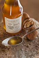 Europe/France/Aquitaine/24/Dordogne/Grand-Brassac: Moulin de Rochereuil  utilisé pour la fabrication de l'huile de noix - Huile vierge de noix