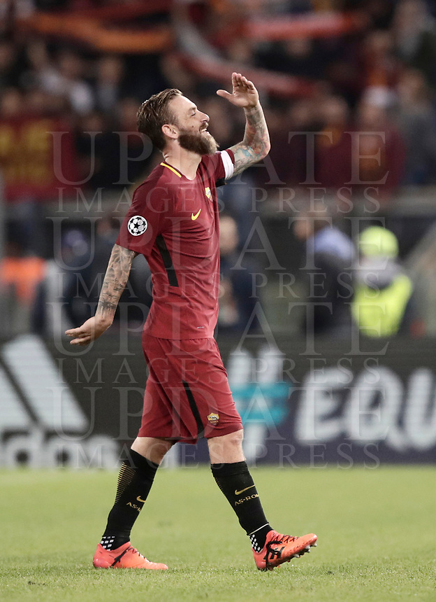 Football Soccer: UEFA Champions League AS Roma vs Chelsea Stadio Olimpico Rome, Italy, October 31, 2017. <br /> Roma's captain Daniele De Rossi celebrates after winning 3-0 the Uefa Champions League football soccer match between AS Roma and Chelsea at Rome's Olympic stadium, October 31, 2017.<br /> UPDATE IMAGES PRESS/Isabella Bonotto