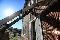 Pilares de Nacozari y su antigua escuela.<br /> <br /> Madrean Diversity Expeditions con la Comisi&ograve;n Nacional de Areas Naturales Protegidas, CONANP, en la Sierra del Tigre.<br /> Municipio de Nacozari Sonora Mexico.<br /> <br /> CreditoFoto:LuisGutierrez