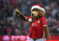 Fussball  1. Bundesliga  Saison 2016/2017  16. Spieltag  FC Bayern Muenchen - RB Leipzig        21.12.2016 Bayern Maskottchen Berni mit lustiger Weihnachtsmuetze
