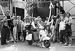 Milano,ex manicomio Paolo Pini 1998, <br /> <br /> Con la chiusura dell'ospedale psichiatrico nel 1999, l'ex Paolo Pini costituisce oggi un'importante risorsa territoriale. Foto di gruppo degli ultimi pazienti,insieme ad alcuni assistenti che li stanno preparando alla  vita fuori dai cancelli.