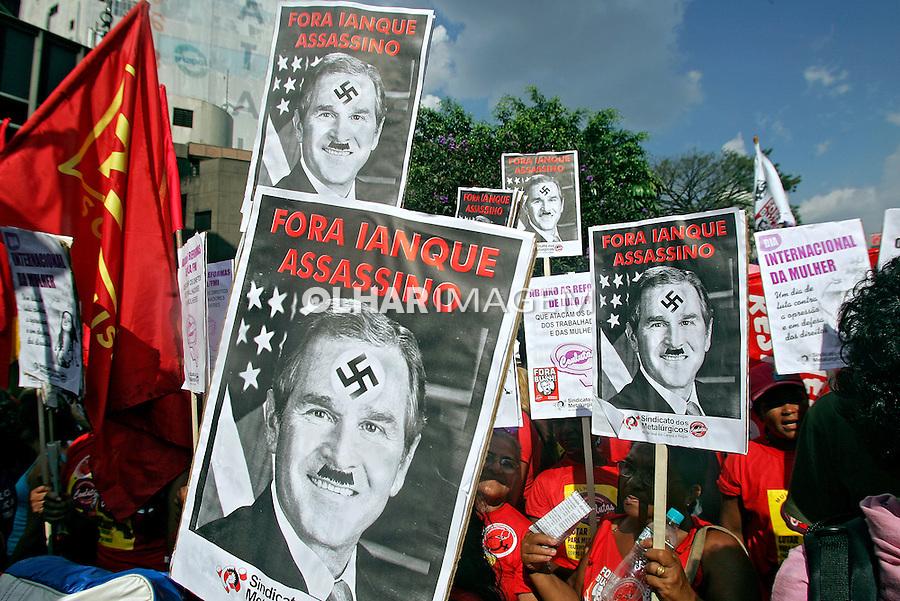Passeata no Dia Internacional da Mulher. São Paulo. 2007. Foto de Caetano Barreira.