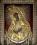 Wilno, 08.07.2014. Obraz Matki Boskiej Ostrobramskiej znajdujący się w Kaplicy Ostrobramskiej.