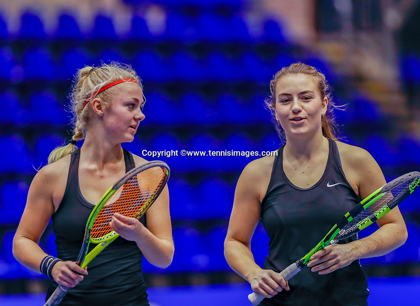 Rotterdam, Netherlands, December 12, 2017, Topsportcentrum, Ned. Loterij NK Tennis, Womans doubles :  Laura Rijkers (NED) (L) and Liv Geurts (NED)<br /> Photo: Tennisimages/Henk Koster