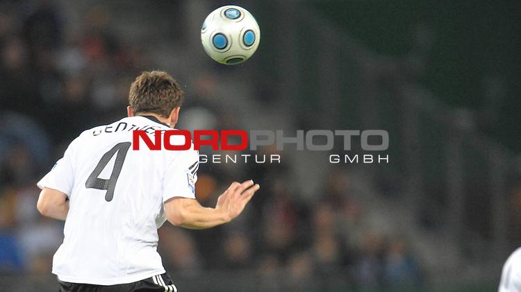Fussball, L&auml;nderspiel, WM 2010 Qualifikation Gruppe 4  14. Spieltag<br />  Deutschland (GER) vs. Finnland ( FIN ) 1:1 ( 0:1 )<br /> <br /> Christian Gentner ( GER / Stuttgart #04 ) <br /> <br /> Foto &copy; nph (  nordphoto  )