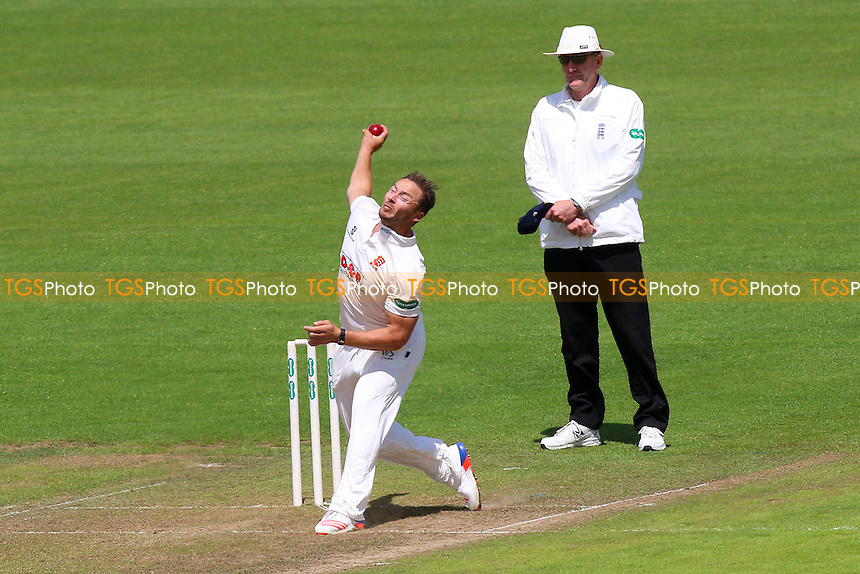 Graham Napier in bowling action for Essex during Glamorgan CCC vs Essex CCC, Specsavers County Championship Division 2 Cricket at the SSE SWALEC Stadium on 22nd May 2016