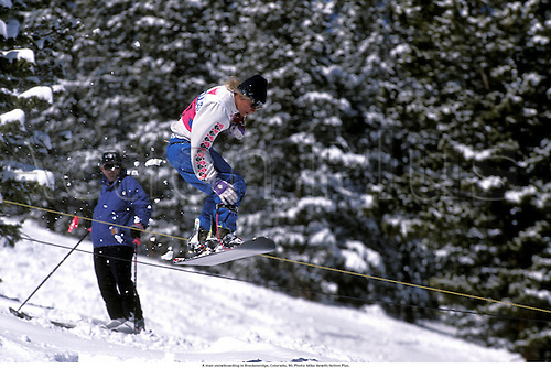 A man snowboarding in Breckenridge, Colorado, 90. Photo: Mike Hewitt/Action Plus....wintersports.1990.winter sport.winter sports.wintersport.wintersports.leisure.snowboard.extreme