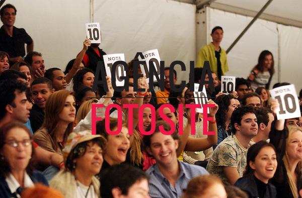 Rio de Janeiro, Brasil – 09/07/2003 -  Desfile de Complexo B durante o Fashion Rio -  verão 2004. Foto: Agência Fotosite