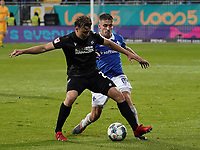 Marco Thiede (Karlsruher SC) gegen Marvin Mehlem (SV Darmstadt 98) - 04.10.2019: SV Darmstadt 98 vs. Karlsruher SC, Stadion am Boellenfalltor, 2. Bundesliga<br /> <br /> DISCLAIMER: <br /> DFL regulations prohibit any use of photographs as image sequences and/or quasi-video.