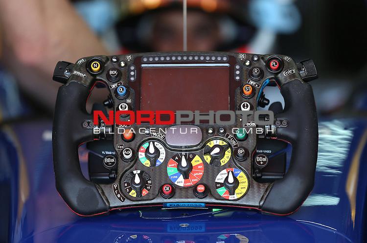 07.05 - 10.05.2015, Circuit de Catalunya, Barcelona, ESP, Formel 1, 2015,  im Bild Sauber Ferrari C34  steering wheel<br />  Foto &copy; nph / Mathis
