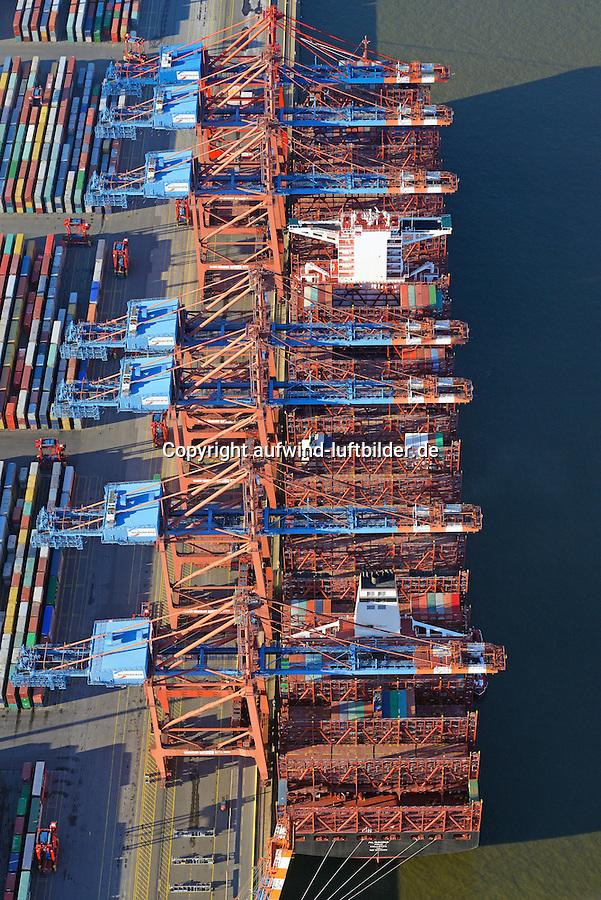 Containerschiff Al Dahna beim Eurogate: EUROPA, DEUTSCHLAND, HAMBURG, (EUROPE, GERMANY), 06.01.2017 Containerschiff Al Dahna beim Eurogate. Das Schiff geh&ouml;hrt zur  Der EUROGATE Containerterminal Hamburg liegt Zentral im Waltershofer Hafen, mit direkter Anbindung an die Autobahn A7. An 365 Tagen im Jahr werden hier an sechs Gro&szlig;schiff-Liegeplaetzen rund um die Uhr Containerschiffe abgefertigt. Hierfuer stehen 23 Containerbruecken (davon 19 Post-Panmax) und mehr als 140 Van Carrier zur Verfuegung.<br /> Mit einem Umschlag von 2,7 Mio. TEU in 2008 gilt der EUROGATE Container Terminal Hamburg als die zweitgroesste Umschlagsanlage der EUROGATE-Gruppe in Deutschland.<br /> Containerverladung eines Schiffs der Reederei Hanjin beim Eurogate