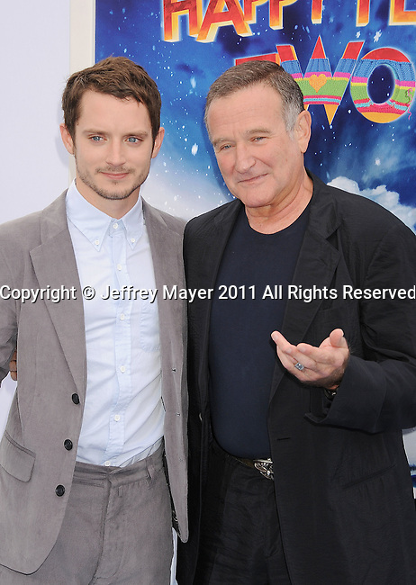 """HOLLYWOOD, CA - NOVEMBER 13: Elijah Wood and Robin Williams attend the """"Happy Feet Two"""" Los Angeles premiere held at the Grauman's Chinese Theatre on November 13, 2011 in Hollywood, California."""
