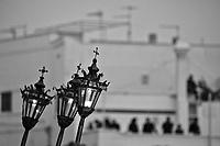 Gallipoli - Processione dei Misteri e della Tomba di Cristo. Nella sacrestia sono conservate le statue dei Misteri Dolorosi, portate in processione dal tramonto del Venerdì Santo alle prime ore della notte del Sabato Santo, oltre alla trozzula - strumento in legno con battenti metallici - ed i lampioni che annunciano il passaggio della processione, insieme alla tromba ed al tamburo scordato. Un vero e proprio museo fotografico ritrae le composizioni della Tomba degli ultimi trent'anni, con alcuni scatti in bianco e nero che raffigurano modelli risalenti nel tempo. La tradizione vuole, infatti, che rimanendo fisso il tema della Deposizione, la rappresentazione della Tomba - in dialetto Urnia - cambi di anno in anno a seconda del modello scelto dalla confraternita. La Processione dei Misteri e della Tomba di Cristo è una delle processioni più suggestive e coinvolgenti della ritualistica tradizionale, cui partecipa la Confraternita di S. Maria degli Angeli con il simulacro di Maria SS.ma Addolorata.