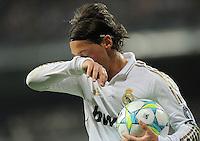 FUSSBALL   CHAMPIONS LEAGUE   SAISON 2011/2012  Achtelfinale Rueckspiel 14.03.2012 Real Madrid  - ZSKA Moskau  Mesut Oezil (lReal Madrid) nachdenklich mit Ball