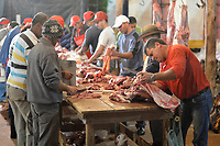 """SÃO LUIZ DO PARAITINGA,SP, 03.06.2017 - FESTA DO DIVINO - Preparação do """"Afogado"""", prato típico da região, feito com carne bovina, batata, arroz e farofa e que é distribuído gratuitamente à população durante a Festa do Divino de São Luiz do Paraitinga, na manhã deste sabado, 03 . (Foto: Levi Bianco/Brazil Photo Press)"""