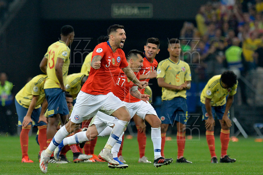 SAO PAULO – BRASIL, 28-06-2019: Jugadores de Chile celebran la victoria por penales después del partido por cuartos de final de la Copa América Brasil 2019 entre Colombia y Chile jugado en el Arena Corinthians de Sao Paulo, Brasil. / Players of Chile celebrate the victory by a shootout after Copa America Brazil 2019 quarter-finals match between Colombia and Chile played at Arena Corinthians in Sao Paulo, Brazil. Photos: VizzorImage / Julian Medina / Cont /