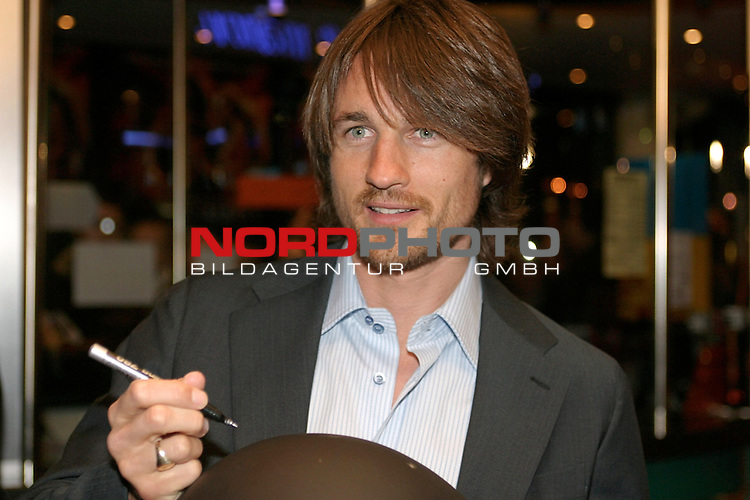 Premiere der Films &quot; Hart am Limit&quot; im Hamburger Cinemaxx Kino am Dammtor in Hamburg<br /> <br /> Hauptdarsteller Martin Henderson<br /> Foto &copy; nordphoto / Volker Sarbach<br />  *** Local Caption *** Foto ist honorarpflichtig! zzgl. gesetzl. MwSt.<br />  Belegexemplar erforderlich<br /> Adresse: nordphoto<br /> Georg-Reinke-Strasse 1<br /> 49377 Vechta