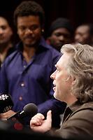 Répétition ouverte aux médias pour<br />  le spectacle de la série Les Week-ends Pop de l'OSM, en présence des artistes:<br /> Luck Mervil (a gauche)<br /> <br /> Le chef d'orchestre et arrangeur pour ce spectacle, Guy Saint-Onge,(a droite)<br /> <br /> Photos : (c) 2007 Pierre Roussel