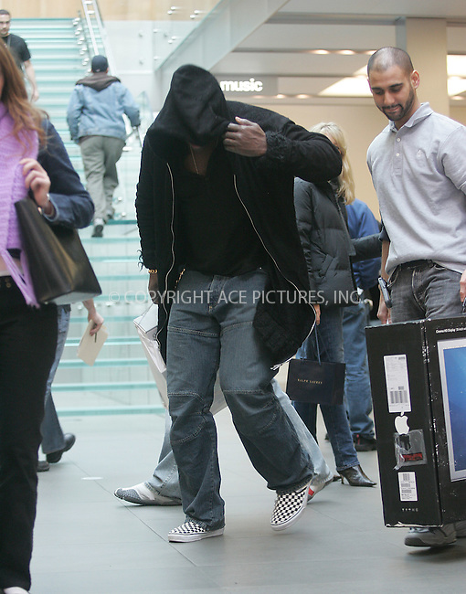 WWW.ACEPIXS.COM . . . . . ....NEW YORK, OCTOBER 25, 2004....Seal was spotted in the Apple Store buying a 30 inch flat screen for him and Heidi Klum.....Please byline: BRIAN FLANNERY - ACE PICTURES.. . . . . . ..Ace Pictures, Inc:  ..Alecsey Boldeskul (646) 267-6913 ..Philip Vaughan (646) 769-0430..e-mail: info@acepixs.com..web: http://www.acepixs.com
