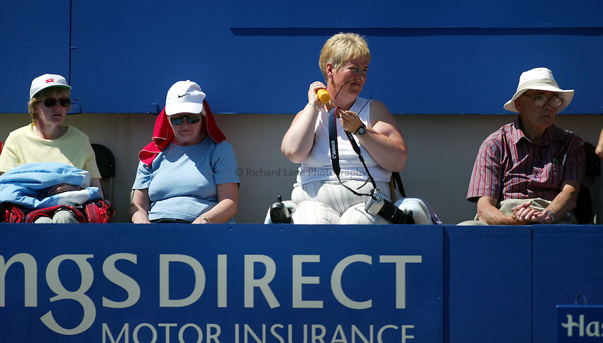 Photograph: Scott Heavey..Hastings Direct International Championships at Eastbourne. 20/06/2003..Spectators