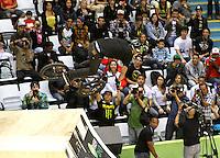 ATENCÃO EDITOR: FOTO EMBARGADA PARA VEICULO INTERNACIONAL - SÃO PAULO, SP, 26 SETEMBRO 2012 -  PRO RAD JUMP FESTIVAL - Final da BMX Street Park Profissional do Pro Rad Jump Festival que aconteceu no Ginásio do Ibirapuera no Ibirapuera na zona sul da capital paulista nessa domingo,30. (FOTO: LEVY RIBEIRO / BRAZIL PHOTO PRESS)