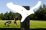 LELYSTAD - 150 meter markering dmv een vogel, Golfbaan van Golfclub Flevoland in Lelystad. ANP COPYRIGHT KOEN SUYK
