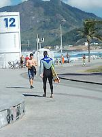 Rio de Janeiro (RJ) Praia do Recreio/Movimentação.- Movimentação de Banhistas na Praia do Recreio,Zona Oeste do Rio de Janeiro.No posto 06 nesta quinta-feira dia (09.08).Foto:ARION MARINHO/BRAZIL PHOTO PRESS.
