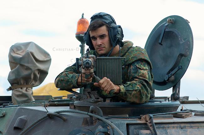 Quick Reaction Force, QRF, der Bundeswehr auf dem Truppenuebungsplatz Colbitz-Letzlinger Heide in Sachsen-Anhalt.<br />Am Freitag den 28. August 2009 wurde im Zuge einer Pressevorfuehrung auf dem Gelaende des Gefechtsuebungszentrum Heer, GUEZ, eine Uebung der ab September 2009 in Afghanistan stationierten Quick Reaction Force-Einheit 4 gezeigt. Die QRF-4 loest die QRF-3 ab.<br />Im Bild: Ein Mitglied der QRF-4 an einem Maschinengewehr auf dem Transportpanzer Fuchs.<br />28.8.2009, Truppenuebungsplatz Colbitz-Letzlinger Heide, Sachsen-Anhalt<br />Copyright: Christian-Ditsch.de<br />[Inhaltsveraendernde Manipulation des Fotos nur nach ausdruecklicher Genehmigung des Fotografen. Veroeffentlichung nur gegen Honorar, Urhebervermerk Christian Ditsch/version-foto.de und Belegexemplar. Verwendung des Bildes ausserhalb journalistischer Berichterstattung bedarf besonderer schriftlicher Vereinbarung. Attention: NO MODEL-RELEASE! Please see Details on our Website or contact us: www.version-foto.de - Bank Details: Konto: I N G - D i B a, IBAN DE58500105175400192269, BIC INGDDEFFXXX, Kontakt: post@christian-ditsch.de Urhebervermerk wird gemaess Paragraph 13 UHG verlangt.]