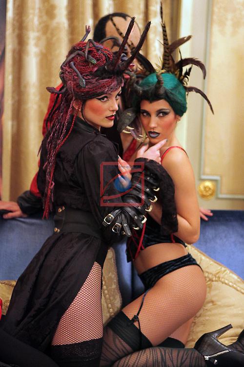 Cabaret Maldito.<br /> Rueda de prensa en Barcelona.<br /> Lamia (Mirian Vega), Lilith (Maria Garcia) &amp; Mefistofeles.
