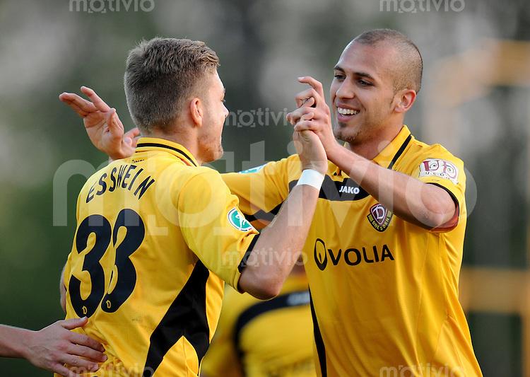 FUSSBALL   3. LIGA   SAISON 2010/2010   34. Spieltag SV Werder Bremen II - Dynamo Dresden      19.04.2011 Jubel nach dem 0:2: Torschuetze Alexander ESSWEIN (li) und Dani SCHAHIN (re, Dresden)