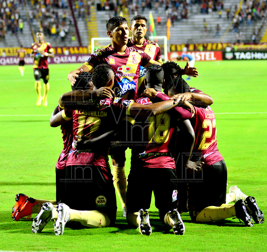 IBAGUE- COLOMBIA, 03-04-2019: Los jugadores Deportes Tolima (COL) celebran el gol anotado a Jorge Wilstermann (BOL), durante partido de la fase de grupos, grupo G, fecha 3, entre Deportes Tolima (COL) y Jorge Wilstermann (BOL), por la Copa Conmebol Libertadores 2019, en el Estadio Manuel Murillo Toro de la ciudad de Ibague. / The players of Deportes Tolima (COL), celebrate a scored goal to Wilstermannn (BOL), during a match of the groups phase, group G, 3rd date, beween Deportes Tolima (COL) and Jorge Wilstermann (BOL), for the Conmebol Libertadores Cup 2019, at the Manuel Murillo Toro Stadium, in Ibague city.  VizzorImage / Juan Carlos Escobar / Cont.