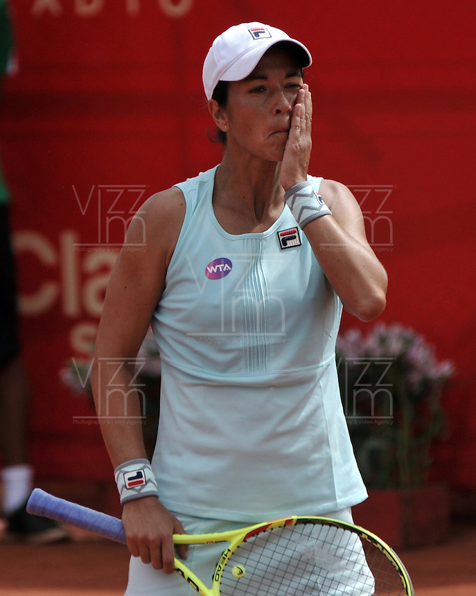 BOGOTA - COLOMBIA - 17-04-2016: Silvia Soler de España, reacciona al perder un juego con Irina Falconi de Estados Unidos, durante partido por el Claro Colsanitas WTA, que se realiza en el Club El Rancho de Bogota. / Silvia Soler of Spain, reacts after miss a match with Irina Falconi of United States, during a game for the WTA Claro Colsanitas, which takes place at Club El Rancho de Bogota. Photo: VizzorImage / Luis Ramirez / Staff.