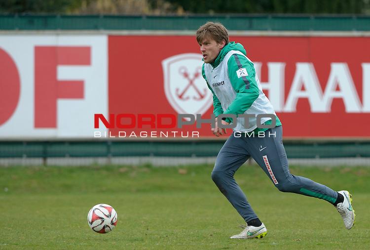 26.03.2015, Trainingsgelaende, Bremen, GER, 1.FBL, Training Werder Bremen, im Bild Clemens Fritz (Bremen #8)<br /> <br /> Foto &copy; nordphoto / Frisch