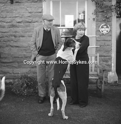 The Blencathra Foxhounds. Hounds develop a strong bond with the families they go out to walk with each summer. The meet at the Old Crown. Hesket Newmarket, Cumbria. Hunting with Hounds / Mansion Editions (isbn 0-9542233-1-4) copyright Homer Sykes. +44 (0) 20-8542-7083. < www.mansioneditions.com >
