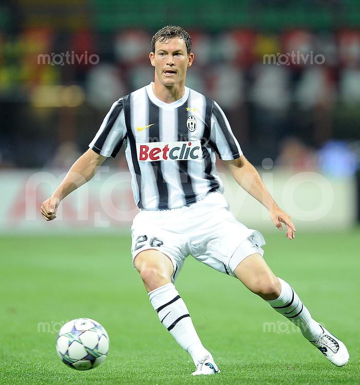 FUSSBALL INTERNATIONAL   SERIE A   SAISON 2011/2012    AC Mailand - Juventus Turin  21.08.2011 Stephan Lichtsteiner (Juventus Turin)