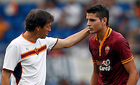 "Calcio: allenamento a porte aperte ""Open Day"" per la presentazione della Roma, a Roma, stadio Olimpico, 21 agosto 2013.<br /> AS Roma coach Rudi Garcia, of France, talks to forward Erik Lamela, of Argentina, right, during the club's Open Day training session at Rome's Olympic stadium, 21 August 2013.<br /> UPDATE IMAGES PRESS/Isabella Bonotto"