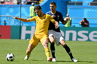 KAZAN - RUSIA, 16-06-2018: Mathew Leckie jugador de Australia disputa el balón con Lucas Hernandez jugador de Francia durante partido de la primera fase - Grupo C, Kazan Arena en Kazán como parte de la Copa Mundo FIFA 2018 Rusia. / Mathew Leckie player of Australia vies for the ball with Lucas Hernandez player of France during match of the first stage - Group C, Kazan Arena in Kazan as part of the 2018 FIFA World Cup Russia. Photo: VizzorImage / Julian Medina / Cont