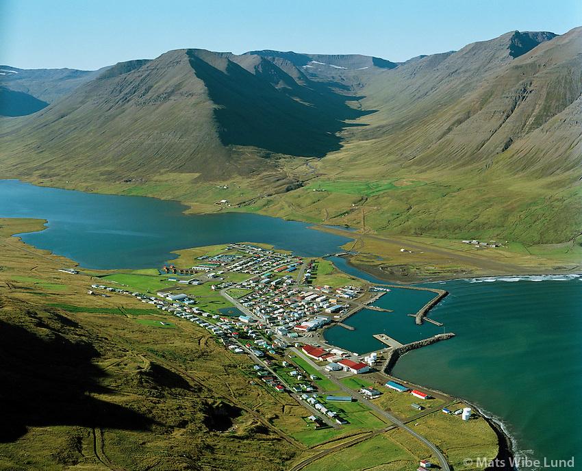 Ólafsfjörður séð til vesturs frá hlíðum Ólafsfjarðarennis,..Olafsfjordur viewing west.