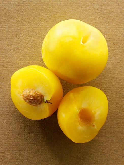 Fresh Yellow plums