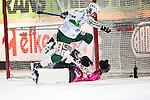Stockholm 2014-03-05 Bandy SM-semifinal 3 Hammarby IF - V&auml;ster&aring;s SK :  <br /> V&auml;ster&aring;s Tobias Holmberg reducerar till 3-4 i den andra halvleken <br /> (Foto: Kenta J&ouml;nsson) Nyckelord:  VSK Bajen HIF jubel gl&auml;dje lycka glad happy